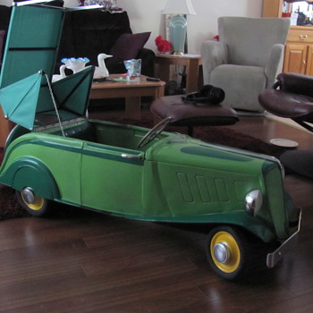 My restored 1938 tin Renault pedal car convertale - Model Cars