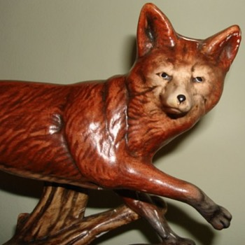 Fox on wooden plinth - Animals