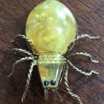 Vintage Spider Pin - Costume Jewelry