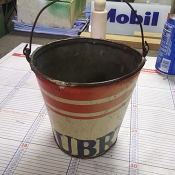 Recycled LUBRITE motor oil can - Petroliana