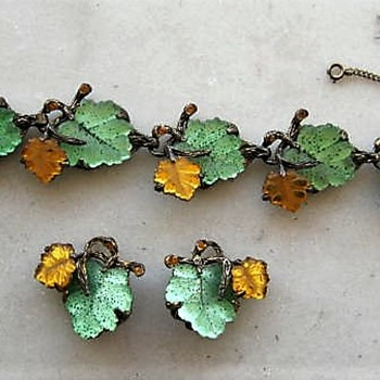 Glass leaves bracelet and ear clips - Costume Jewelry