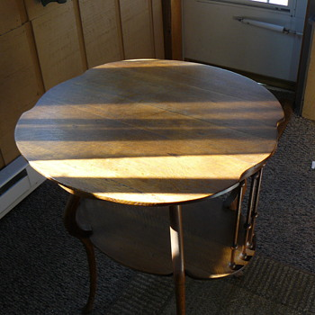 A table i know nothing about - Furniture