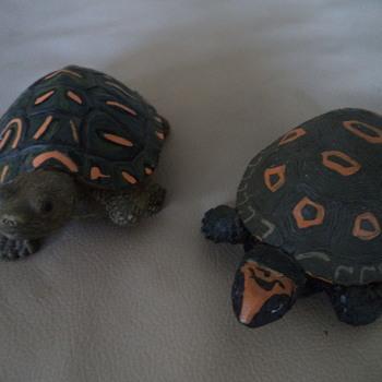 2 Turtle Figurines