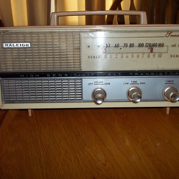 VINTAGE TRANSISTOR RADIO - Radios