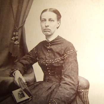 Mourning woman shows CDV in an album