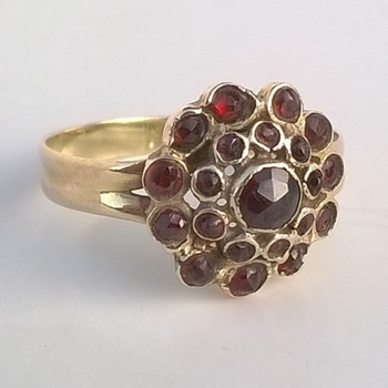 14K Gold & Bohemian Rose Cut Garnet Ring Thrift Shop Find - Costume Jewelry