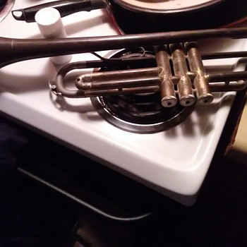 Vintage trumpet serial number is 43338. Dont know much about it, i purchased at a yardsale - Musical Instruments