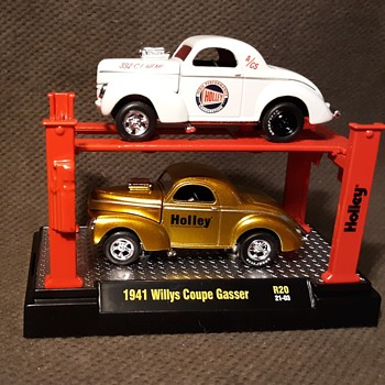M2 Machines 1941 Willys Coupe Gasser Holley Carburetor 2 Pack With Rack 1/64 Scale Current - Model Cars
