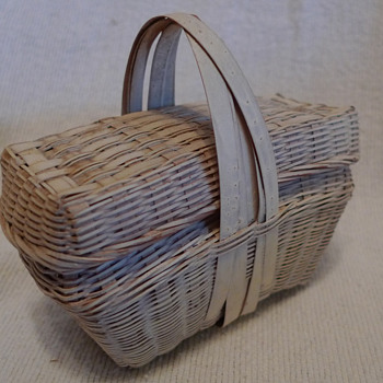 Minature Straw Basket with Lid ~ maybe New England - Arts and Crafts