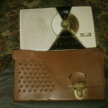 philco transistor radio w/case