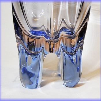 Skrdlovice - Frantisek Zemek ( 5593 ) 4-legged art glass vase - Art Glass