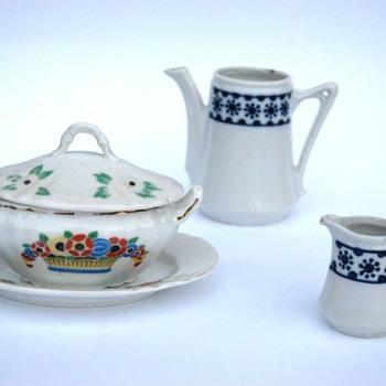 partie de dinette en porcelaine vers 1920 - Toys