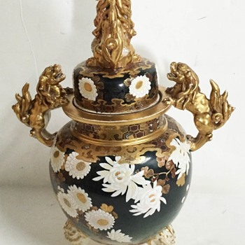 Oriental vase with Foo Dogs