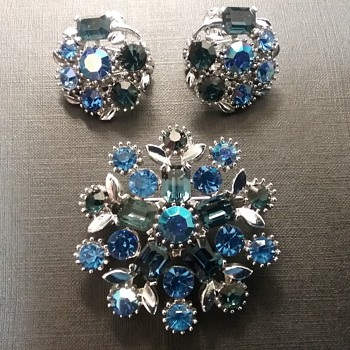 Lisner brooch and earrings set  - Costume Jewelry