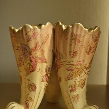 Crown Devon vase in cornucopia shape - Pottery