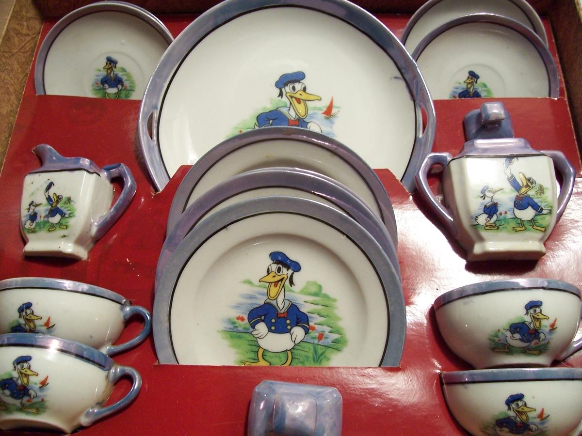 & 1930\u0027s Donald Duck Children\u0027s Tea Set   Collectors Weekly