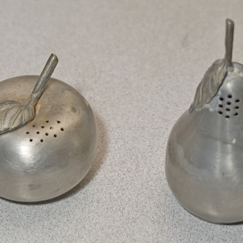 Salt and  Pepper shakers, pear and Apple pewter - Kitchen
