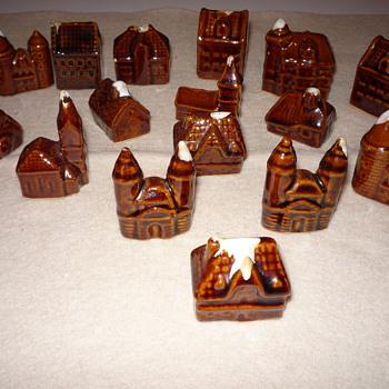 Hull Minature Alpine Village 16 Pieces Brown Drip Glaze - Pottery
