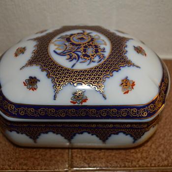 Porcelain trinket box - China and Dinnerware