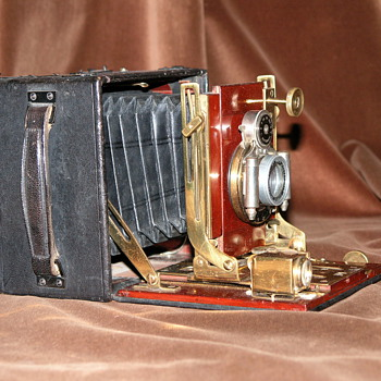 Thornton-Pickard.| New Folding Ruby No. 2.| 1908.| English Hand and Stand Field Camera.| Quarter Plate.|