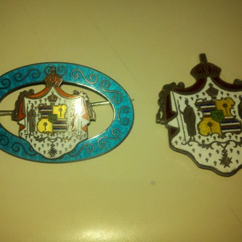 2 ea  ?-1900-to  hawaiian pins - Fine Jewelry
