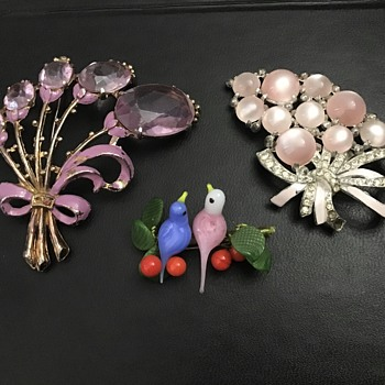 3 Older brooches - Costume Jewelry