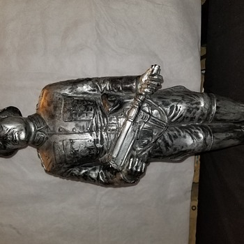 Interesting ww2 era statue - Military and Wartime