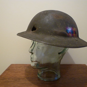 WWI British steel helmet, re-issued WWII. - Military and Wartime