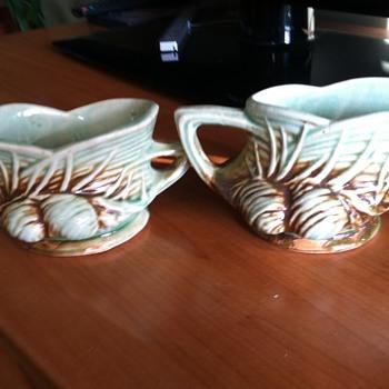 McCoy pine cone creamer and sugar bowl 1940's - Pottery