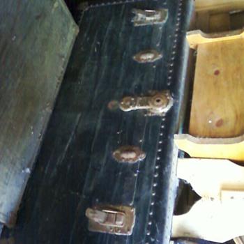 Vintage trunk, claw foot tub. - Furniture