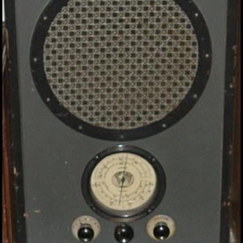 RCA AVR-5 and AVR-1 - Radios