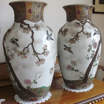 Two large Japanese 'appliqué' vases - Asian