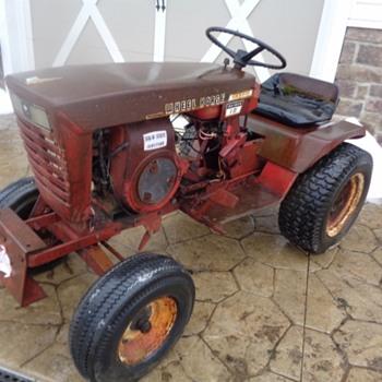 1969 Wheel Horse Raider 10 Garden Tractor - Tractors