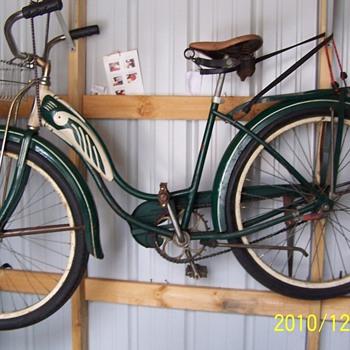 Girl 1950  swinn  bicycle.  - Sporting Goods