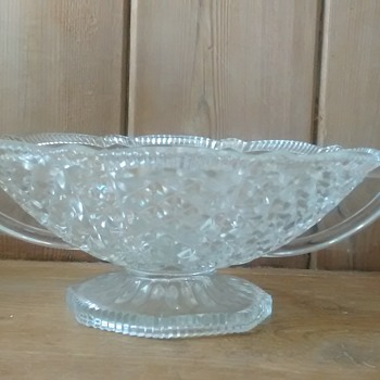 Lovely large glass bowl but I can't find who made it ? - Glassware