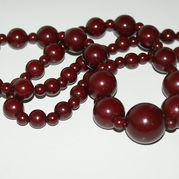 Bakelite Necklace in Need of Re-Stringing - Costume Jewelry