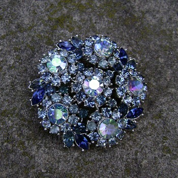 Vintage Trifari Brooch - Contessa Collection - Costume Jewelry