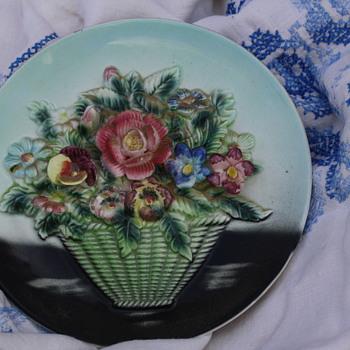 Hanging dish raised flowers and basket - China and Dinnerware