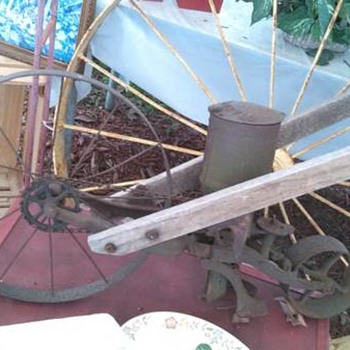 1940'S SEED CULTIVATOR-american fork and hoe company montose iowa