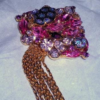 pretty little brooch - Costume Jewelry