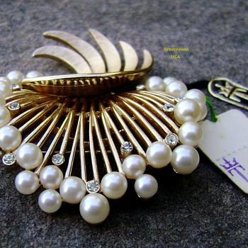 Crown Trifari brooch - fan spray - Costume Jewelry