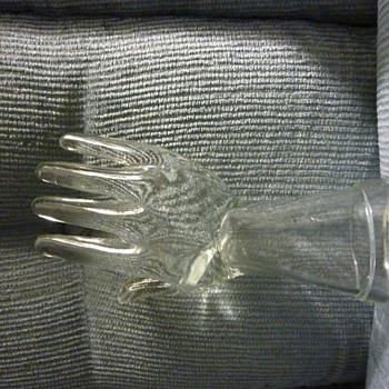 Childs Glove mould - Glassware
