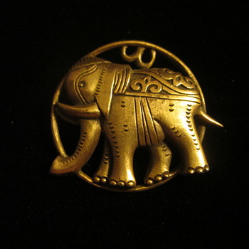 The mystery of the V&A elephant brooch - Costume Jewelry