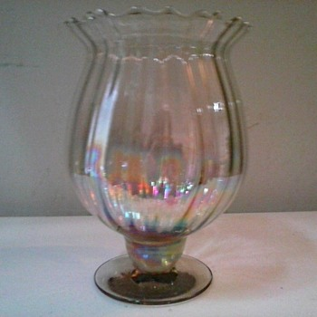 "Pale Gold 6 "" Iridescent Ribbed Glass Vase / Unknown Make and Age - Art Glass"