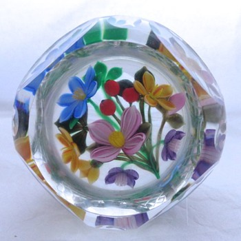 1993F 3_D Bouquet Perthshire Paperweight