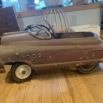 Vintage peddle car needs a story - Toys