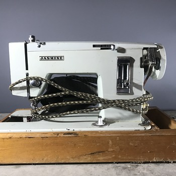 2 Jasmine Sewing Machines - Sewing