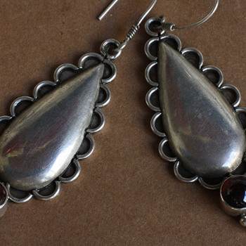 Sterling earrings with garnet - Fine Jewelry