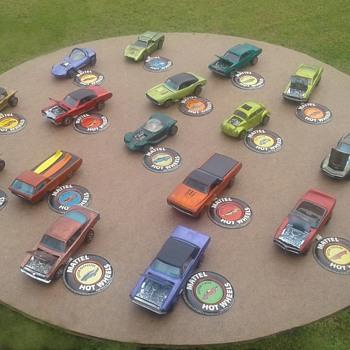 Hotwheels,  the Original 16 - Model Cars