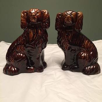 Brown pottery dog - Figurines